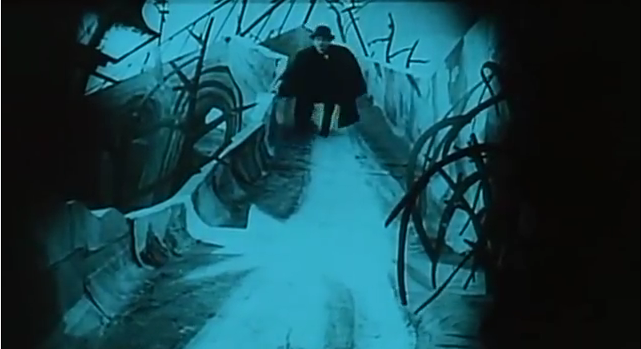 Screenshot aus Das Cabinet des Dr. Caligari. Lizenz: gemeinfrei.